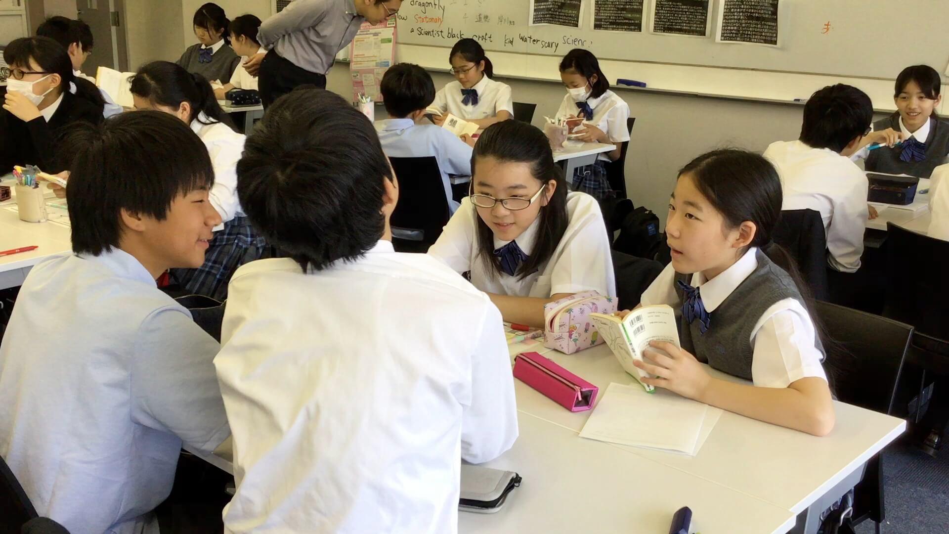 「探究型読書」のワークショップを受ける生徒たち