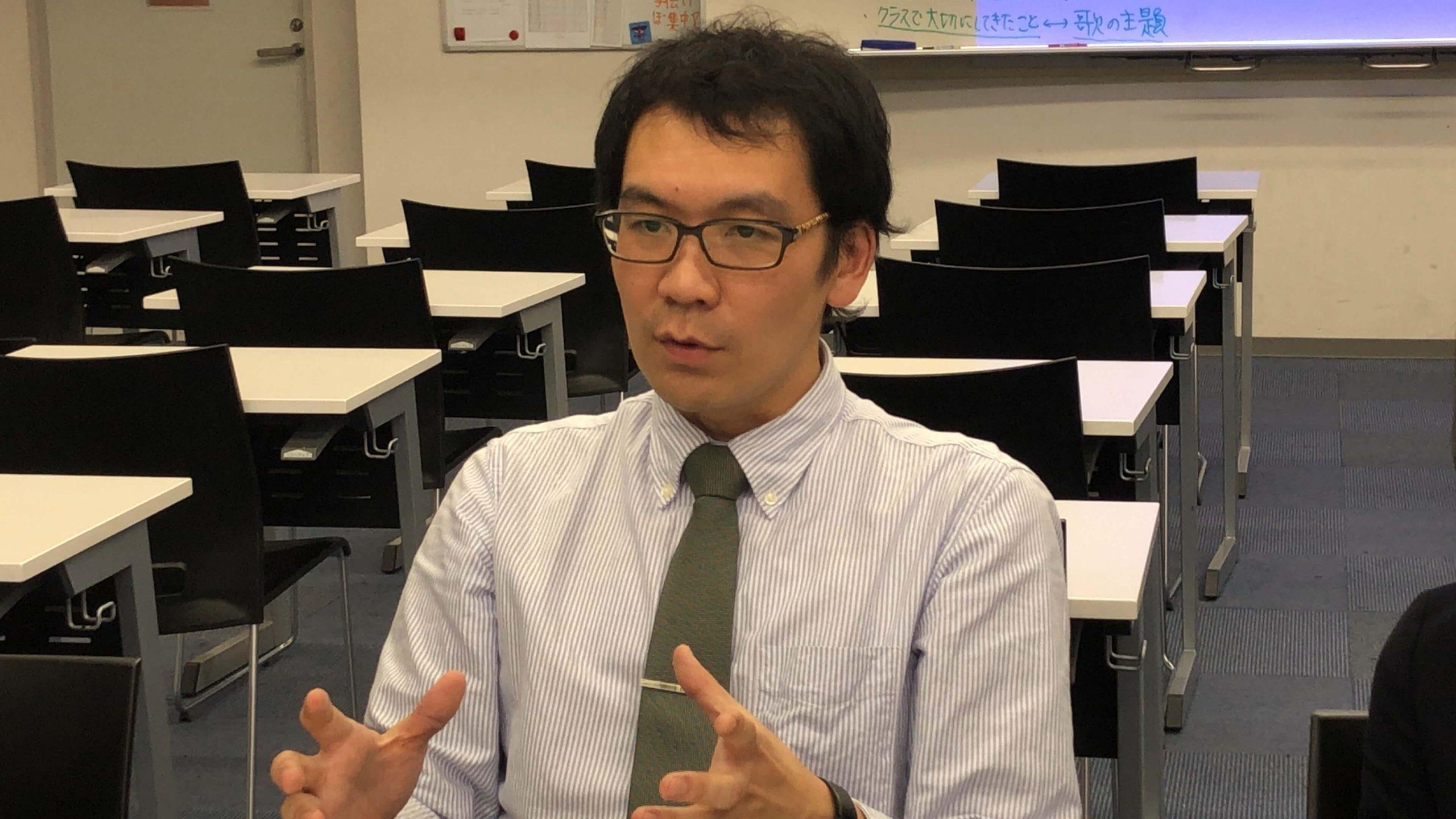 探求型読書プログラムの実践者である、理科教諭の辻敏之先生