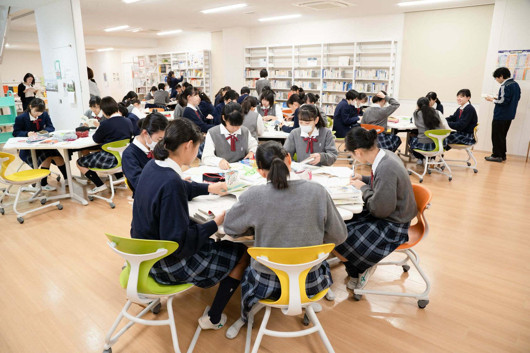 山崎学園 富士見中学高等学校 探求学習作業風景